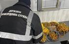 На кордоні з Румунією вилучили партію прикрас із бурштину