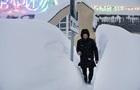 В Норильске выпал снег выше человеческого роста