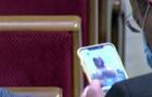 В Раде депутат рассматривал обнаженную грудь