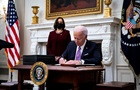 Байден ужесточил требования для въезжающих в США