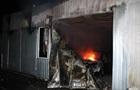 В Днепре горела СТО, уничтожены четыре авто