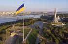 У Києві вирішили приспустити головний прапор на схилах Дніпра