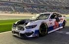 Під час гонки NASCAR в авто відірвався капот