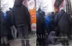 Під Дніпром натовп штурмував секонд-хенд і збив з ніг пенсіонерку