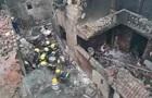 У Китаї літак впав на житлові будинки, є жертви