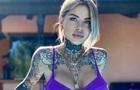 Уся в татуюваннях: дівчина футболіста вразила знімком в купальнику