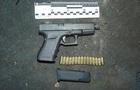 У Києві в авто іноземця знайшли зброю і патрони