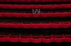 Німецькі науковці про коронавірус: театр безпечніший за супермаркет