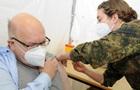 Німеччина вакцинувала від COVID вже 15% населення