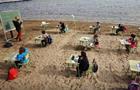 Одна зі шкіл в Іспанії проводить уроки на пляжі