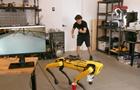Робопса Boston Dynamics навчили за командою ходити в туалет у стакан