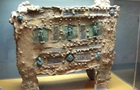 Знайдено стародавній сейф з унікальними прикрасами
