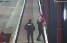 В Днепре патрульные спасли девушку, которая собиралась прыгнуть с моста