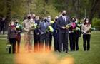 Зеленский посетил мемориал военным на границе с РФ