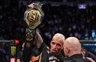Олівейра нокаутував Чендлера і завоював пояс UFC