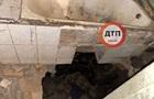 В Киеве пьяный застрял в дыре в ванной