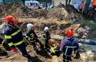 У Тернополі робітників засипало землею, є загиблий