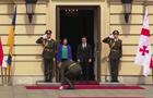 На встрече президента Грузии военный уронил ножны