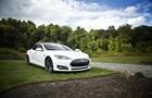 Автопілот Tesla вважає місяць жовтим сигналом світлофора