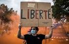 Во Франции значительно ограничили права не привитых от COVID-19