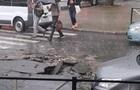 Хмельницкий затопило ливнем с градом