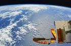 Китайский космический корабль Шэньчжоу-12 возвращается на Землю