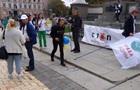 В центре Киева протестуют против карантина и вакцинации