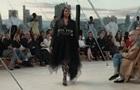 Наоми Кэмпбелл представила новую коллекцию от Alexander McQueen
