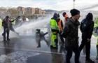 В Италии протест антивакцинаторов разогнали водометами