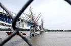 Военный парусник врезался в мост в Эквадоре