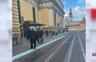 Вночі у Львові невідома розфарбувала бордюри