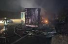 На трассе Киев - Одесса столкнулись два грузовика, один водитель сгорел