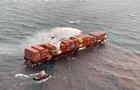 У побережья Канады продолжают тушить контейнеровоз