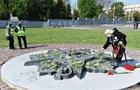 Тяжелая работа : во Львове демонтируют советскую звезду