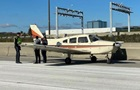 Возле Торонто самолет приземлился посреди загруженного автобана