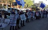 Выдача зарплат тут . В Киеве пикетируют офис ДТЭК