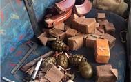В Бахмуте обнаружили машину с гранатами и взрывчаткой