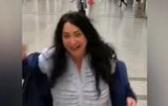 Танец Лолиты в аэропорту стал хитом Сети