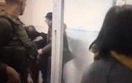 Парасюк ударил полицейского во время суда в Мариуполе