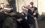 Бойцы АТО бросили в мусорный бак врача, из-за которого остались без пенсий