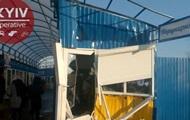 Коммунальщики взялись за снос ларьков на Дарницком рынке