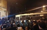 СИЗО, куда привезли Саакашвили, окружили силовики