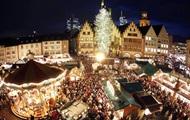 На ярмарке в Германии упала елка, есть пострадавшие