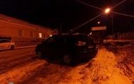 В Тернополе пьяный водитель сбил на остановке семью