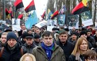 Митингующие в центре Киева штурмуют Октябрьский