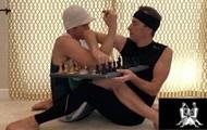 Позу-камасутру с логотипа ЧМ по шахматам воплотили в жизнь
