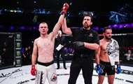 Боец ММА выиграл бой со сломанной рукой