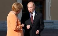 Путин объяснил Меркель вывод военных РФ из СЦКК