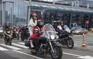 По Киеву проехала колонна Мото-Санта Клаусов со Снегурочками