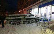 Россиянин въехал в магазин на бронированном тягаче